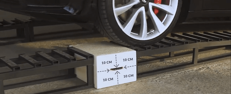 Iphone 11 vs Tesla Model 3 – test wytrzymałości pianu Purios